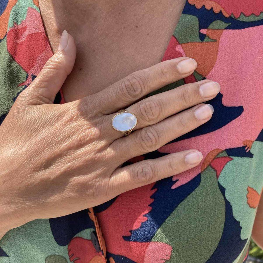 bageu ovale pierre nacre