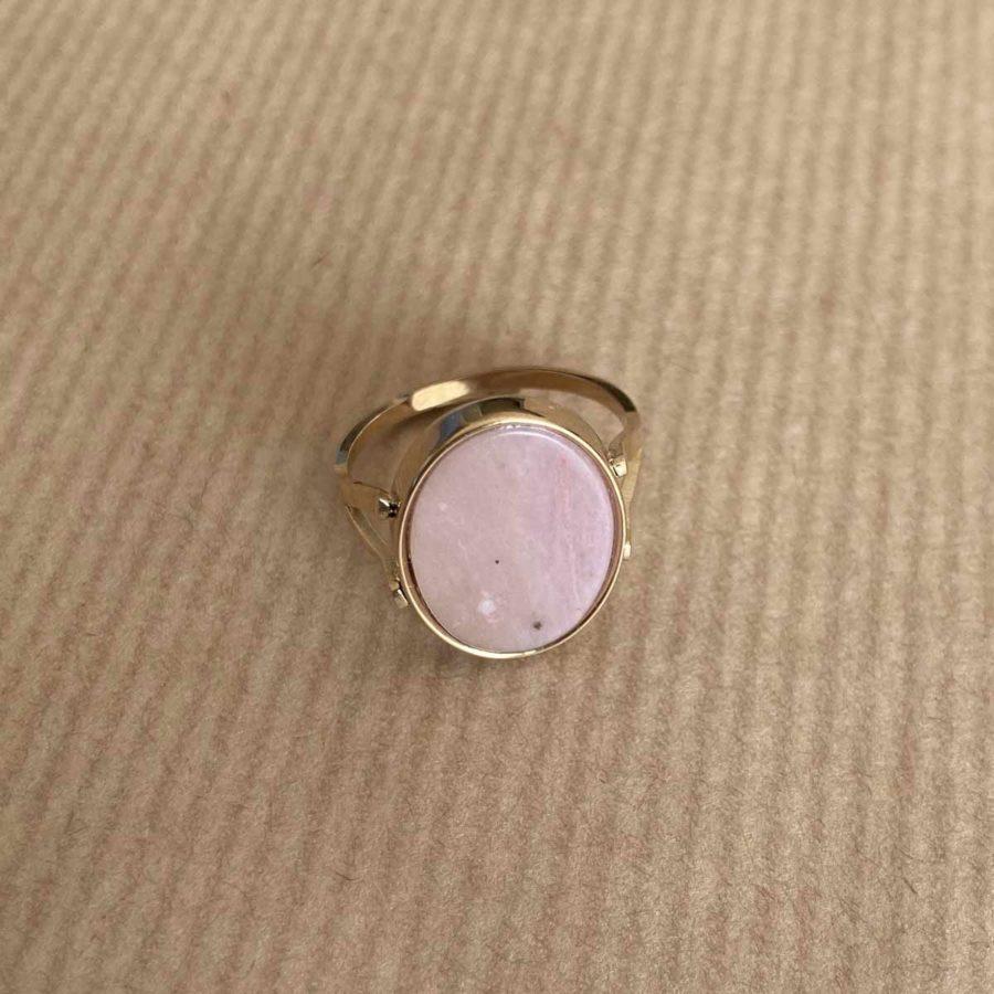 bague pierre rose ovale