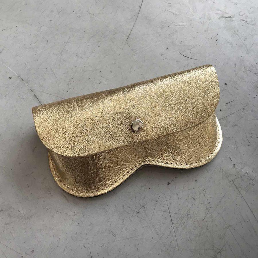 pochette lunettes doree